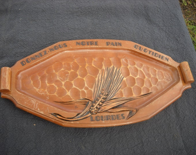 Lourdes Solid Wood Vintage French Bread Serving Board with Traditional Motto ' Give Us Our Daily Bread' 'Donnez Nous Notre Pain Quotidien'