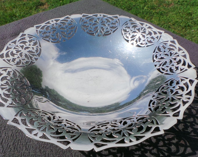 Vintage Silver Plate Dish Bon Bon Bowl Marked Oilver Primany EPB Suede Beautiful Design Super Table Centre Piece Bowl Silver Plated Bowl
