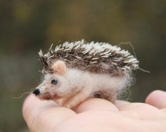 Needle felted hedgehog, felted animal, Miniature soft sculpture, Woodland, Easter, dolls and miniatures, forest animal, lovely hedgehog
