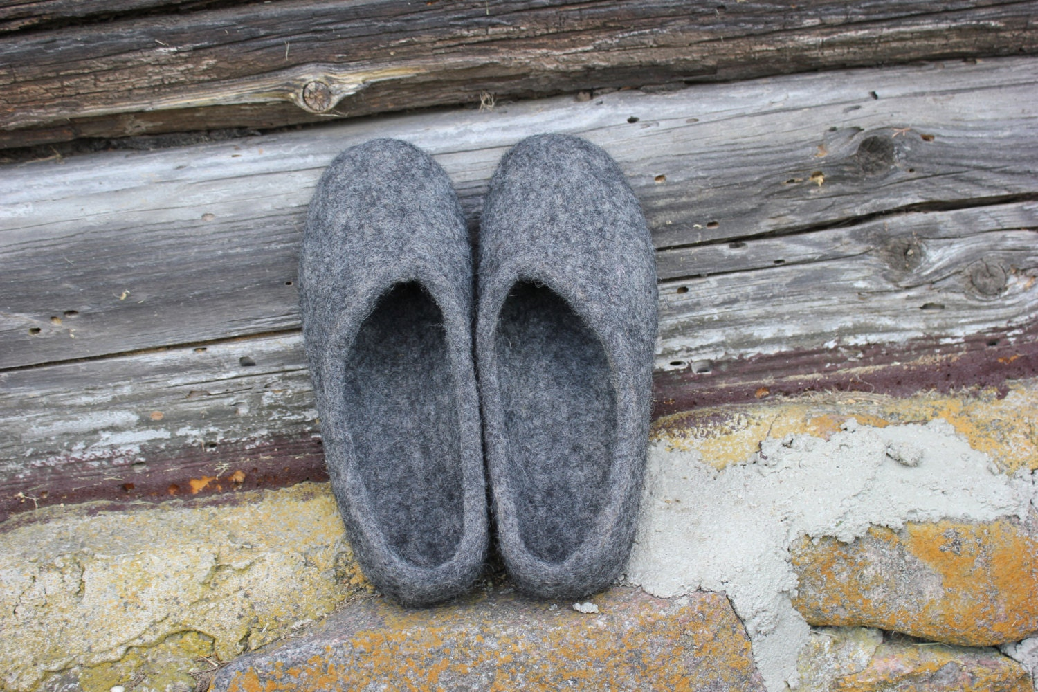 70a4eaaa56504 Women home shoes Eco friendly Natural grey color Handmade design felted  slippers