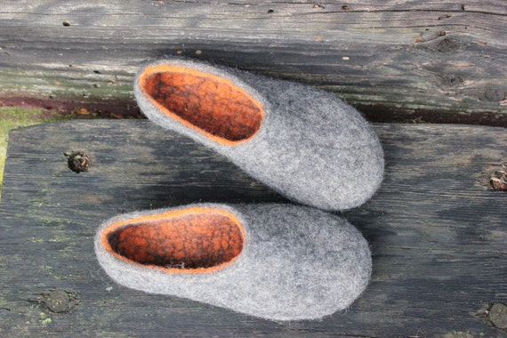 3f24354162423 Felt wool slippers Charcoal grey Women home shoes Winter slippers Warm gift  DaliaNerijusFelt