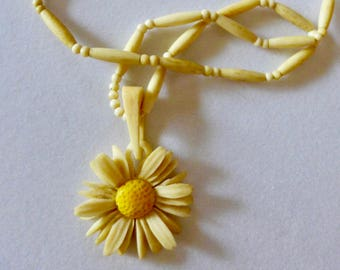 Vintage Celluloid Necklace Carved Daisy/ Carved Celluloid Daisy Pendant/ 1940s Celluloid Necklace