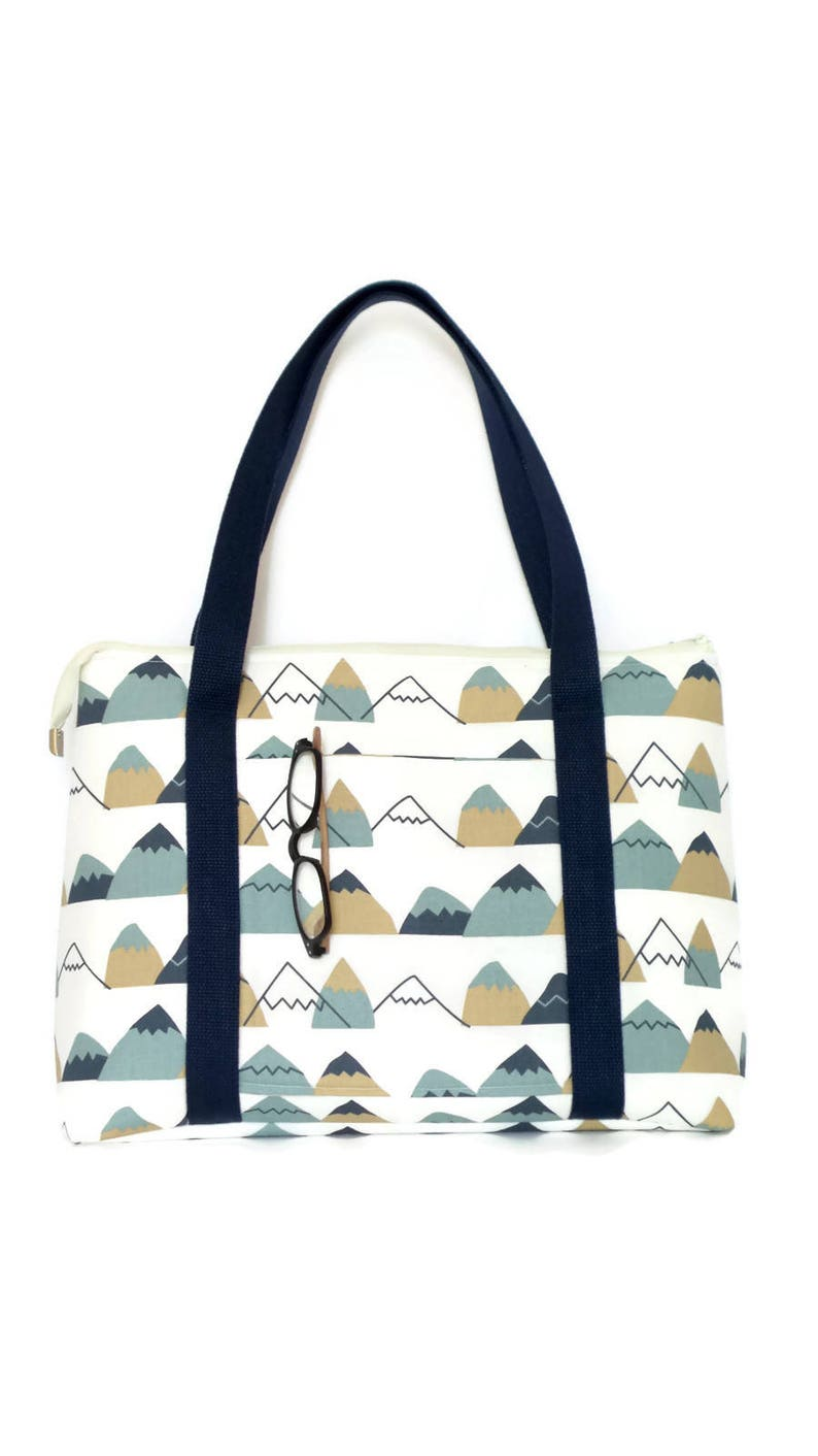 Tote Bag with zipper Navy and White a great carry on size perfect size for every day use