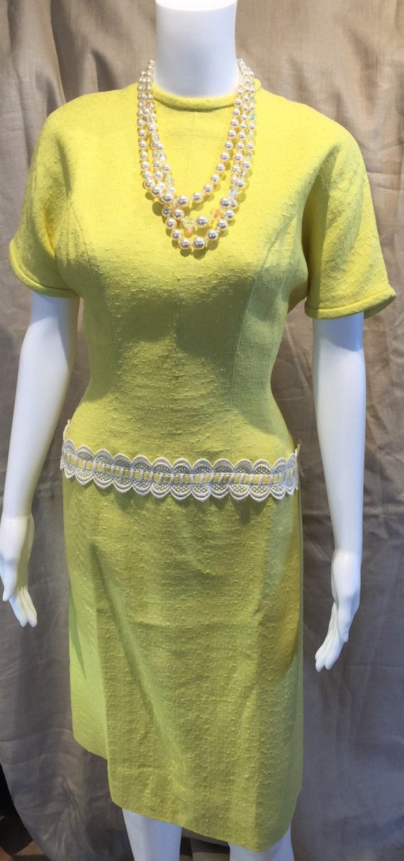 Bright Yellow Fitted 50's Dress 36-28-40