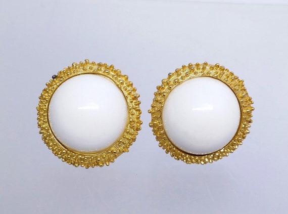 70040ea8f91 Vintage Crown Trifari Clip On Earrings Round White   Gold