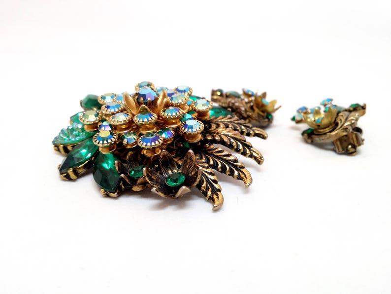 Vintage Women/'s Costume Jewelry Green Rhinestone Brooch /& Clip On Earrings AB Gold Tone Pin