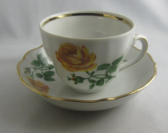 Enchanting porcelain tea cup with roses decor and gold rim. Bavaria Germany. Vintage
