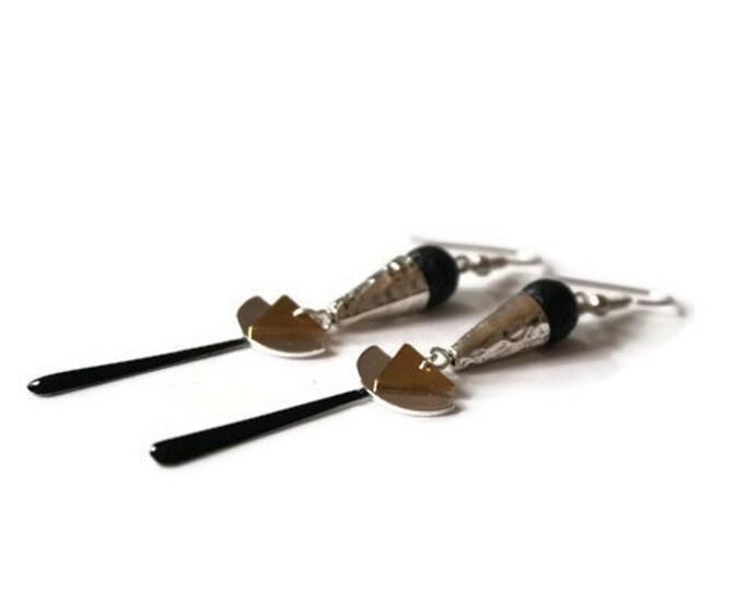 Mesita black earrings.