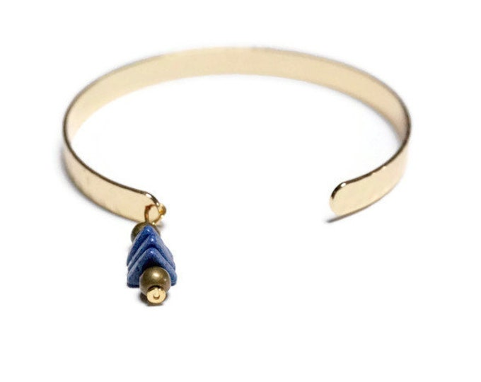Nias Gold adjustable bracelet.