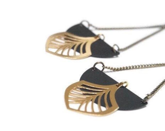 UMA earrings leaf earrings.