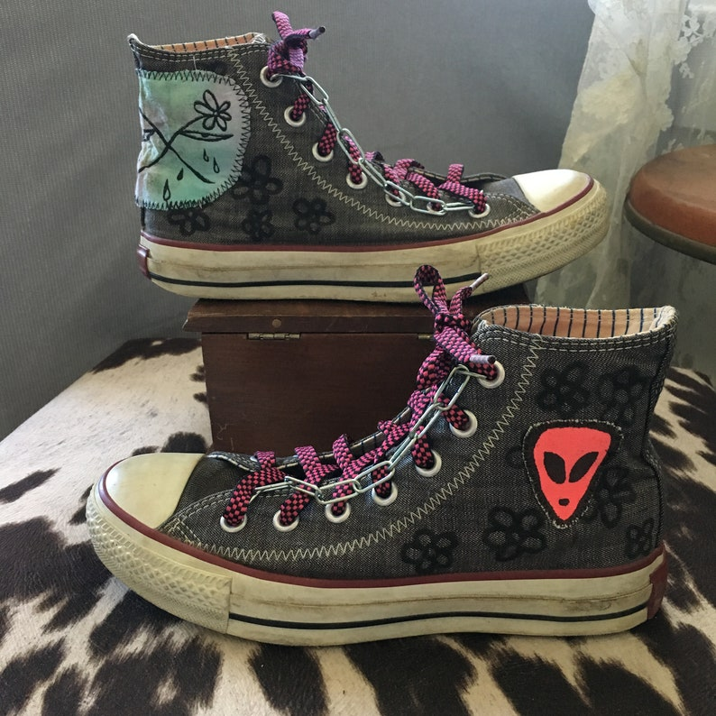 3b159483689 Crying Alien Denim Vintage Converse Chain High-Tops -- YokoSnoopy X  MoonZone -- Hand-painted and printed - M 5 W 7