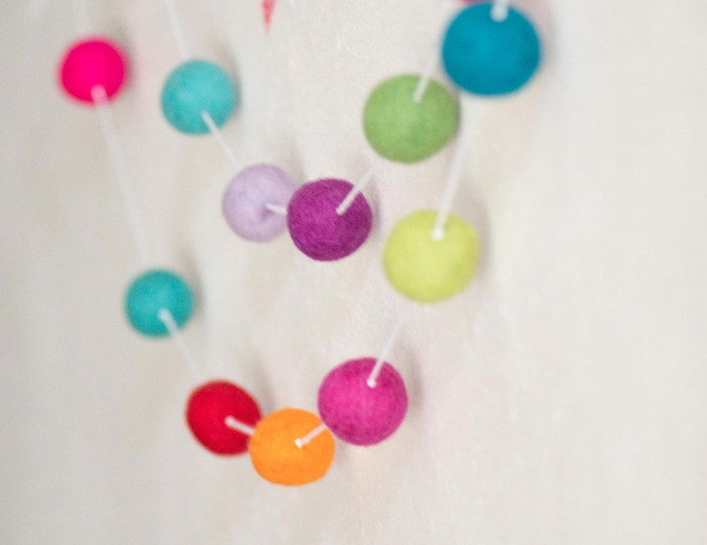 Felt ball garland image 0
