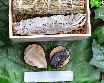 Intro to Sage & Crystals Gift Set | White Sage Black Sage, Quartz, Tourmaline, Selenite | Crystal Kit, Spiritual Gifts, Gift Ideas, Sage Set