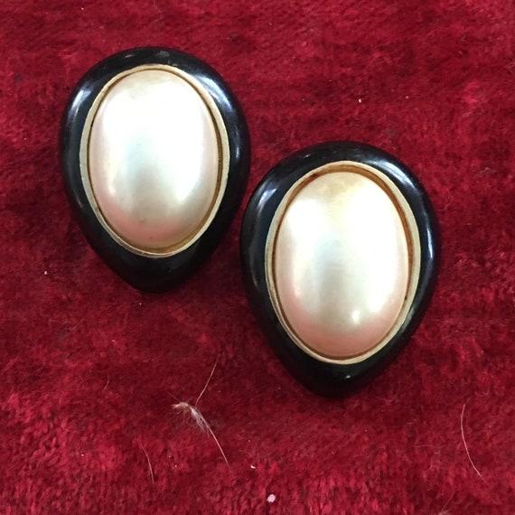 Ciner clip on 1960s pearl and black enamel earring