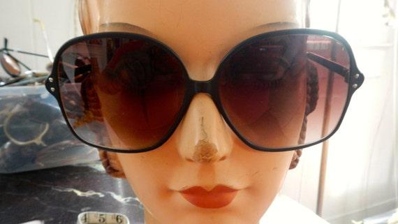 Mod seventies sunglasses in black metal