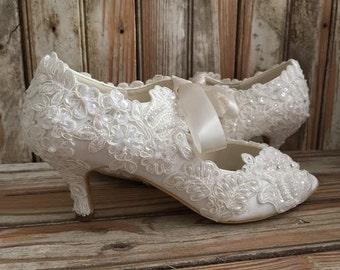 b405d59bc50ebd Tous les Lace Style victorien chaussures milieu talon bout ouvert en Satin  et dentelle papillon devant