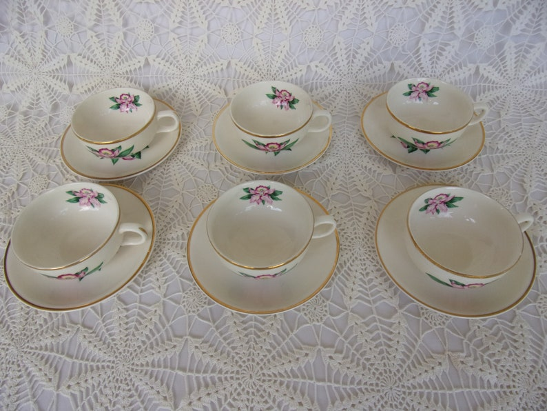 FREE SHIPPING Excellent Condition Set 36 Pc Modern Orchid Pattern Dinnerware Service for 6 Pagan City Pottery Made USA