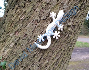 Concrete Gecko lizard reptile  eco friendly white with wires at rear for fixing