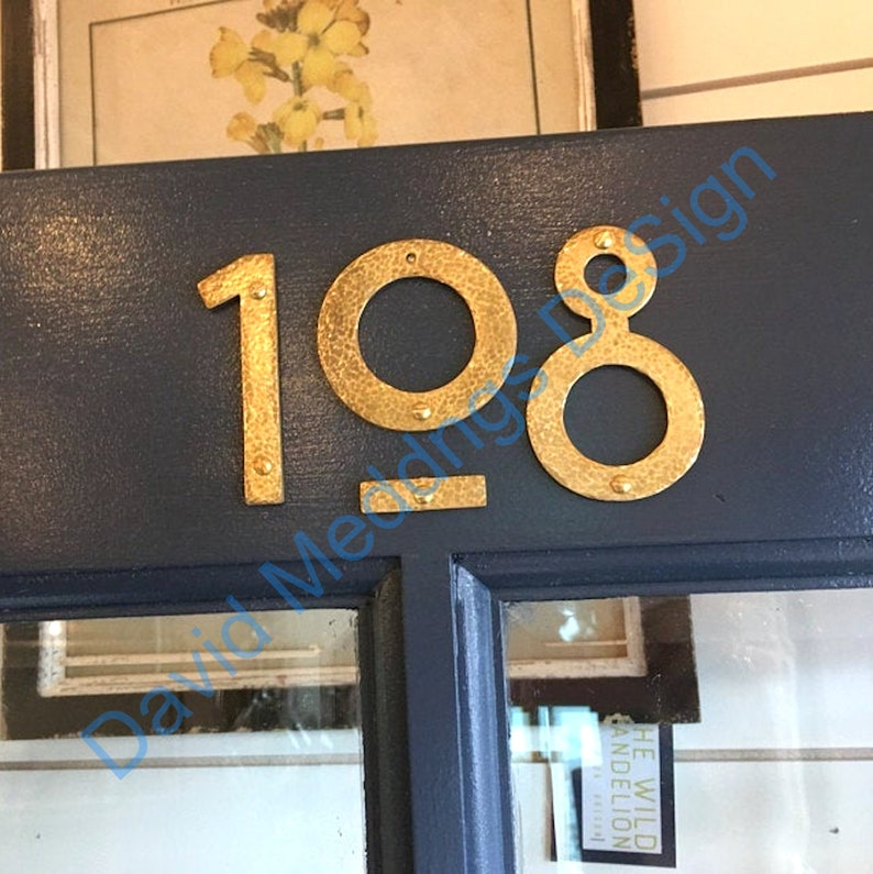 Brass house mailbox numbers in Mission Mackintosh style in image 0