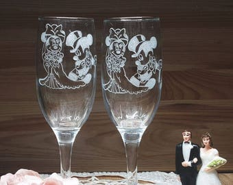 Couples Hand Engraved Champagne Flutes, Hand Engraved Valentine's day Gift,  Perfect Valentine's Day Wedding Gift