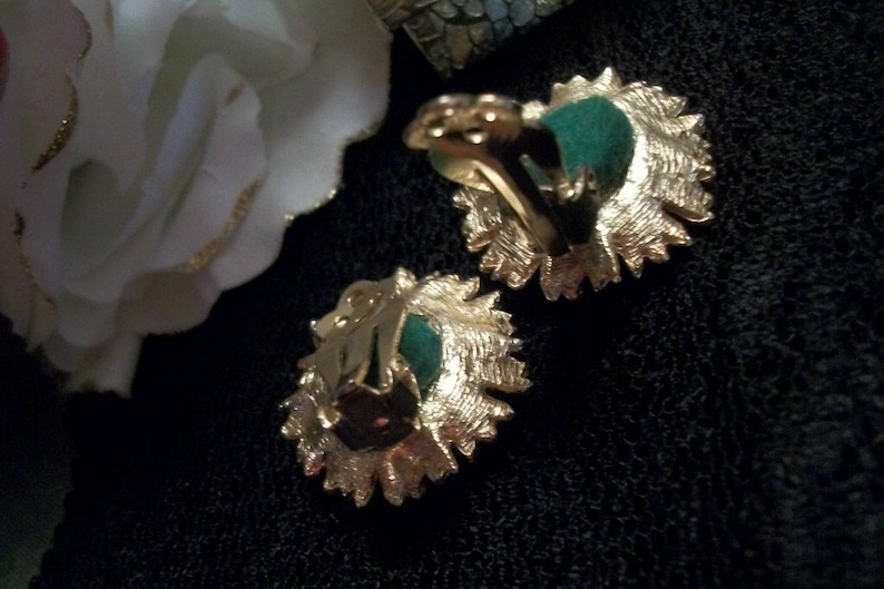 Earrings Clip On  Pearl Cluster Clip-On Earrings Vintage Costume Jewelry  Gold Metal Round Flowers 1960/'s Collectible Fashion Accessory