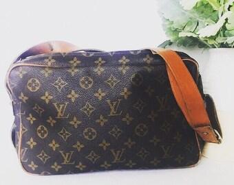 4e1c7e35b801f Louis Vuitton Rare Authentic Vintage Monogram Canvas And Leather Shoulder  Bag