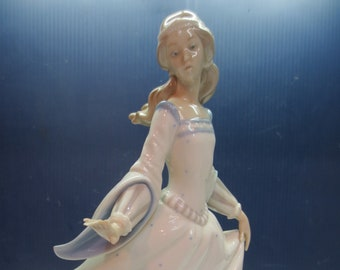 """Lladro """"Dancing Girl with Lost Shoe"""" Figurine Retired"""