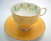 Paragon quot Margot quot Tea cup And Saucer, Yellow tea cup with daisies, Double Warrant ParagonTea cup set.