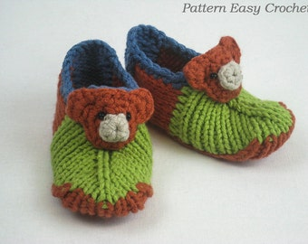 Knitting pattern baby slippers  with bear  - seamless that is very convenient - instant download