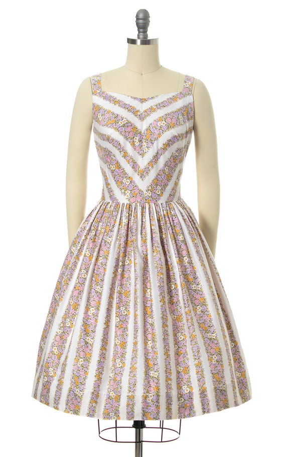 Vintage 1950s Sundress | 50s Floral Chevron Strip… - image 2