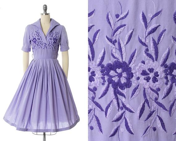 Vintage 1950s Dress   50s Floral Embroidered Laven