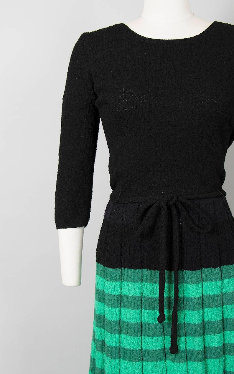 5ac08c89f04fc1 Vintage jaren 1950 jurk 50s brei Bouclé wol jurk groen zwart