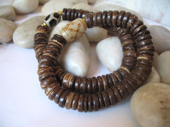 Men's Artisan Boho Coconut Beaded Stretch Bracelet in Brown with Black and Beige Dzi Bead or Carved Jade