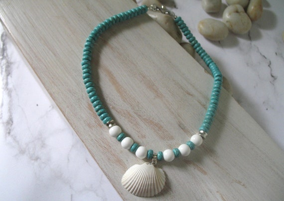 Sea Shell Necklace in Turquoise Howlite Stones with Natural Cream Beach Shell