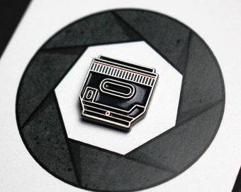 Camera lens pin - 50mm lens pin - Camera enamel pin