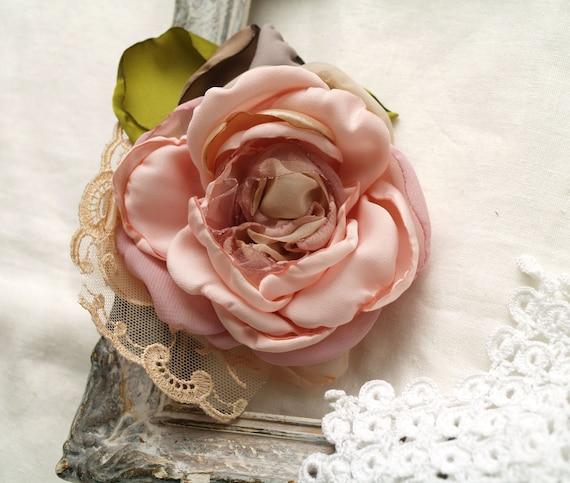 Épingle de fleur de rose, broche rose de fleur de poudre, rose blush, clip de cheveux de fleur, fleur de corsage, mariage rustique, ornement de fleur,