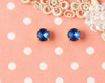 """Midnight Buttons"" earrings 8 mm Verg Blue"