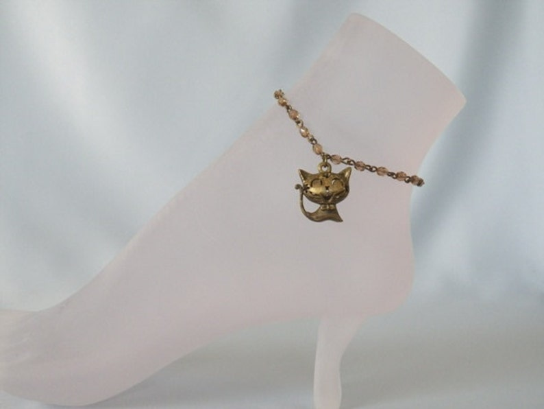 3-D Smiling Brass Kitty and Beaded Chain Anklet