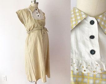 SIZE M /  L 40s Vintage Maternity Dress - Yellow Plaid Marian Sue Day Dress - Cotton Eyelet Bib Fabric Modest Babyshower Dress