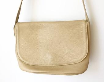 1980s Cream Pebbled Leather Cross Body Bag - Coach Sonoma Collection / 80s Sonoma Flap Messenger Bag 4903 / Vintage Adjustable Purse White