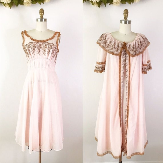SIZE XS 1950s Pink Embroidered Peignoir & Robe Set