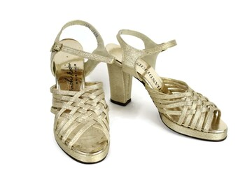 1960s Vintage Gold Platform Sandals / Gold Metallic Peep Toe Platform Heels 60s 70s