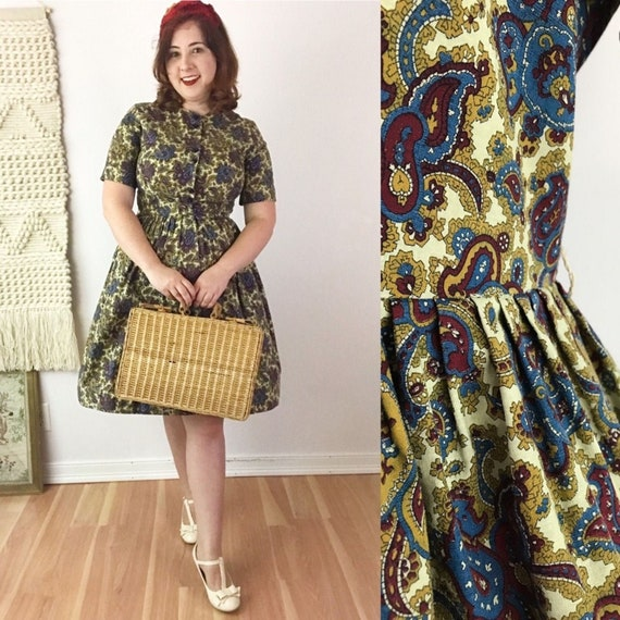 SIZE M/L Vintage 50s Paisley Floral Fit N Flare Fa