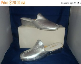 a91c45a8ad5e ON SALE Vintage Silver Oomphies Leather Women Slippers Shoes (1980) Size 9