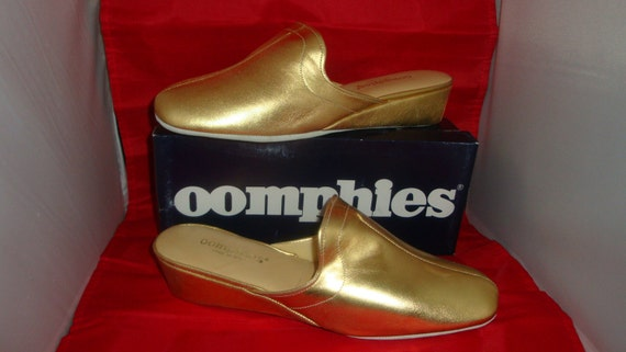 461dbfd4d871 Vintage OOmphies Granada Classic Gold Leather Slippers  Shoes