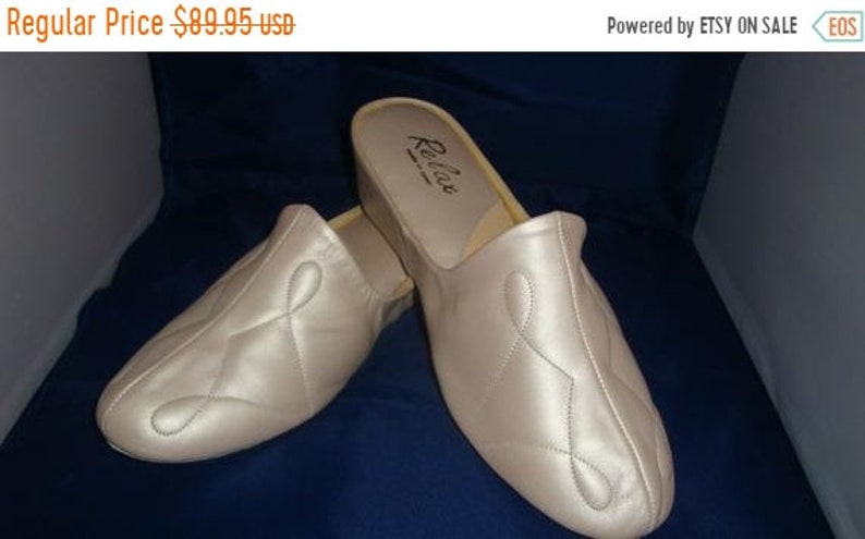 ON SALE Vintage Relax Classic Oyster Pearl Leather image 0