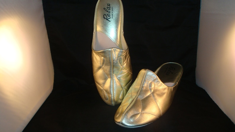 949a3dfaa2bfb Vintage Relax Classic Light Gold Leather Slippers/House Shoes Size 9