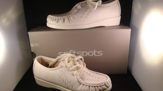 ff5a36024cbd2 Vintage Softspots Womens Bonnie Lite Retro White Leather Lace up Granny  Shoes Size 7 (New Old Stock)
