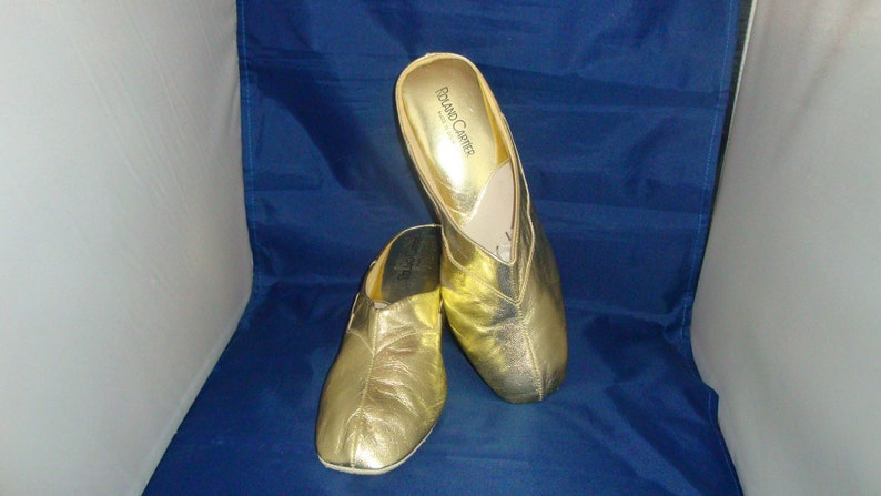 933b65232851b Vintage Roland Cartier Classic Gold Leather Slippers/House Shoes Size 9