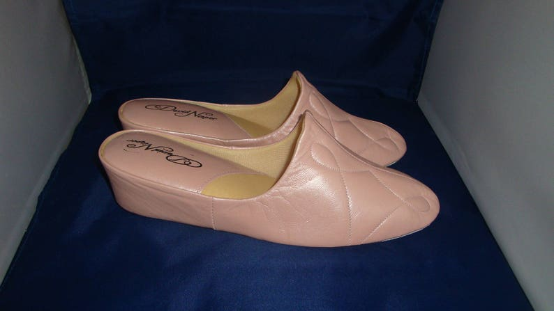 e24280de090e9 Vintage David Nieper by Relax Classic Pearl Pink Leather Slippers/House  Shoes Size 9